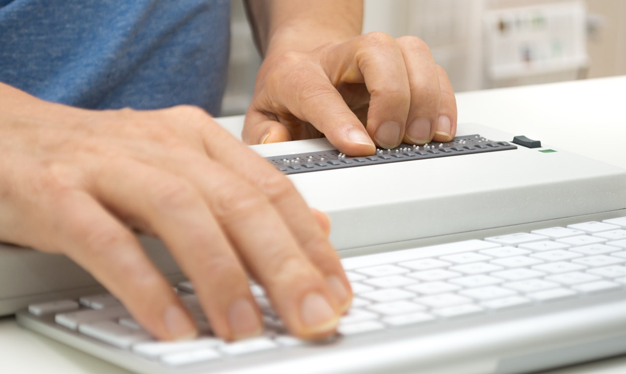 Website visitor using a braille reader tool on his computer.